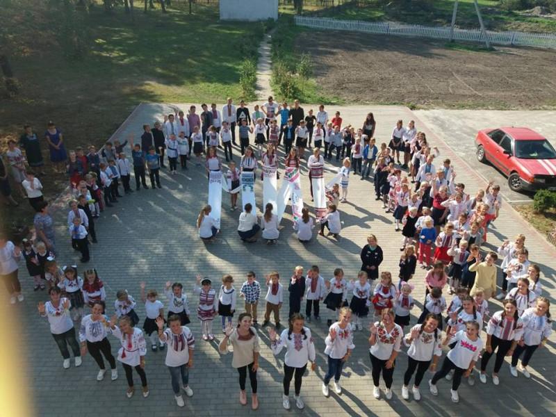 У Забродівській школі організували тематичний флешмоб