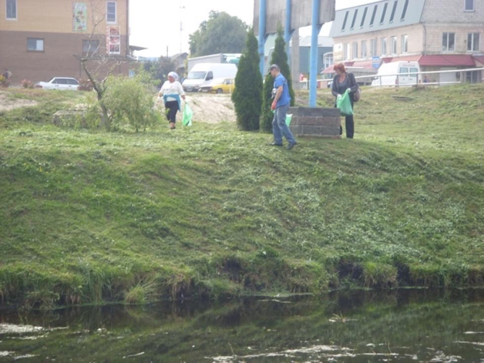 Прибирання берегів річки