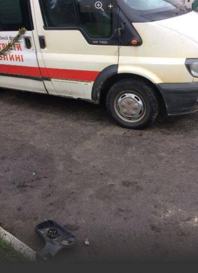 Потрощений автомобіль швидкої допомоги