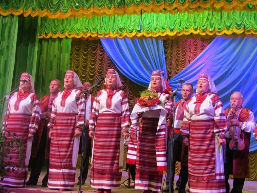 Вітання, у вигляді пісні, лунають для гостей свята