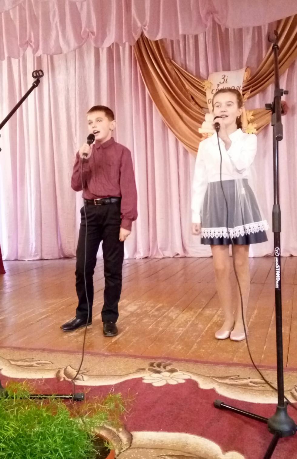 Музичнге вітання від дуету школярів