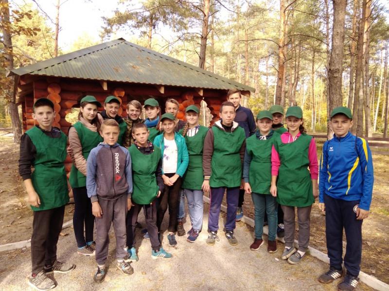 Забродівські школярі зробили ліс Ратнівщини чистішим