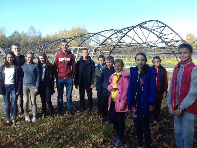 Забродівські школярі побували у відомому теплично-розсадницькому комплексі Ратнівщини