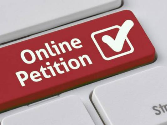 На Ратнівщині просять підтримати петицію про капітальний ремонт дороги