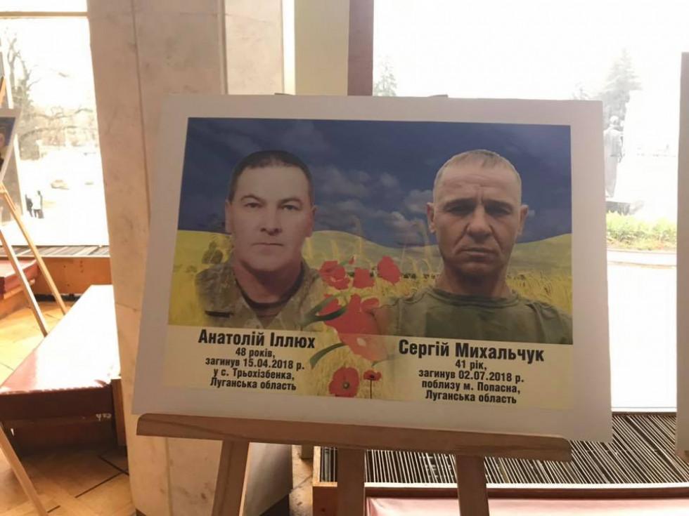 Фотостенд загиблих героїв Ратнівщини