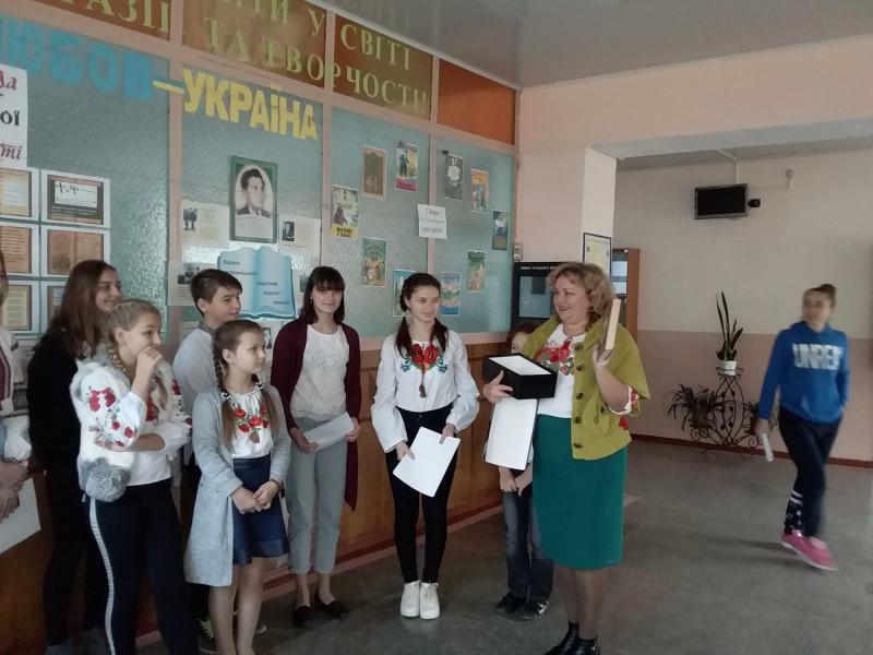 У гімназії відзначили День української мови та писемності