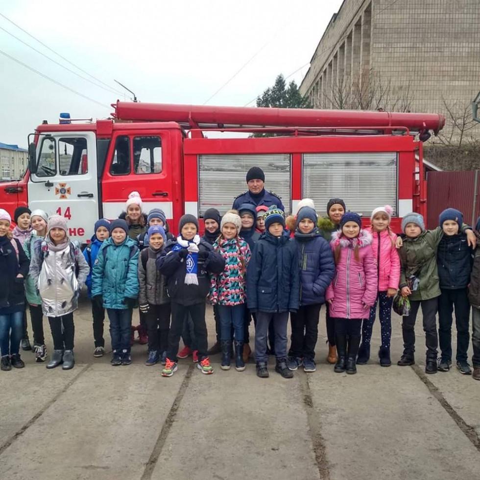 Рятувальники та школярі