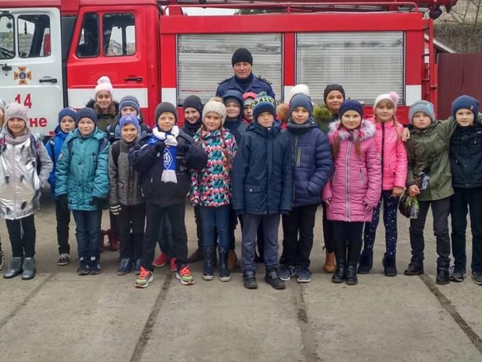 Школярі завітали на екскурсію до ратнівських рятувальників