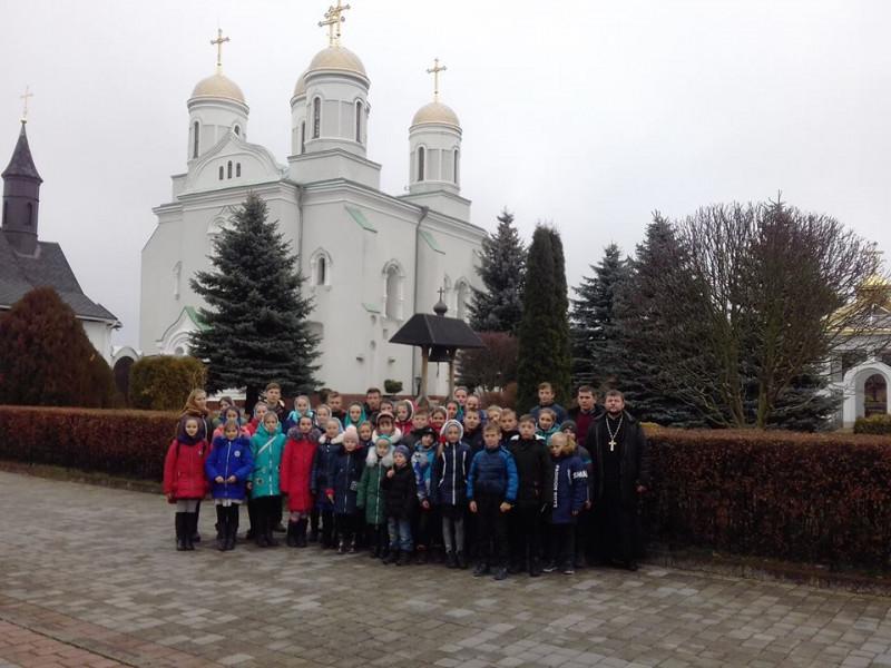 Учні зі Здомишля відвідали Волинські святині