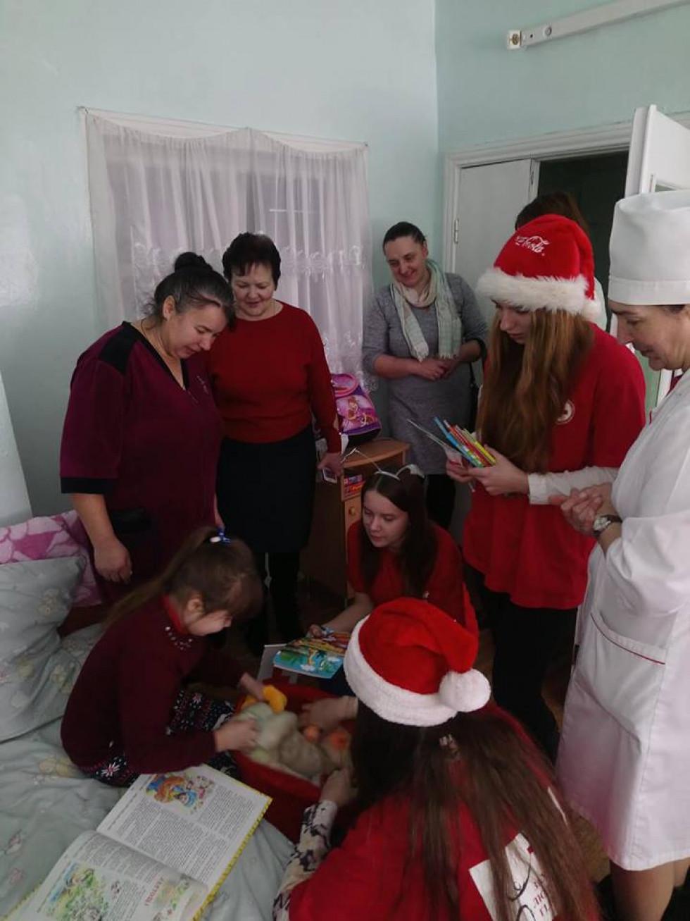 У районній лікарні дітям роздавали «миколайчики»