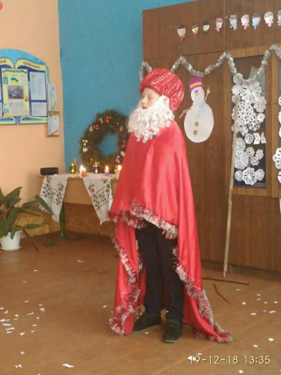 Святий Миколай вітає гостей зі святом