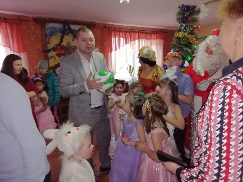 Поліцейські Ратнівщини напередодні Нового року завітали з подарунками до вихованців Заболоттівського інтернату