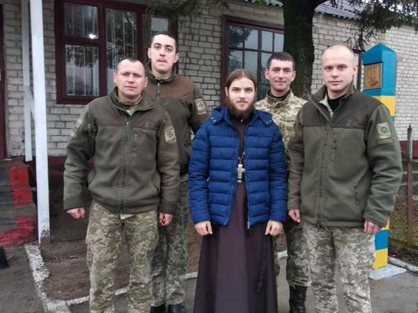 Захисників на прикордонній заставі села Щитинська Воля привітали із прийдешніми святами та пригостили смаколиками