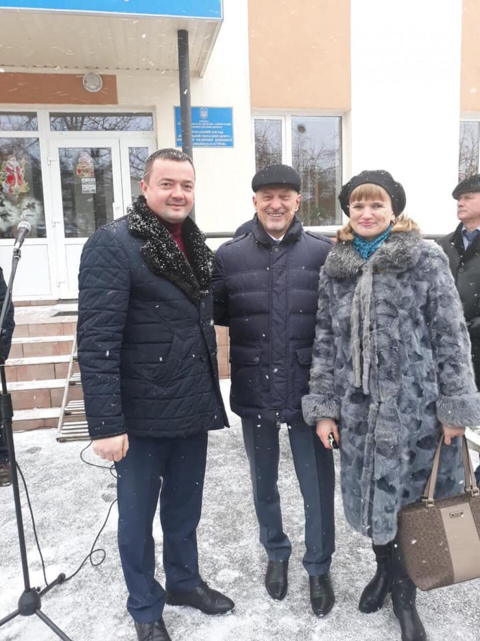 Голова Волинської ОДА передав ключі від автомобіля ратнівчанам