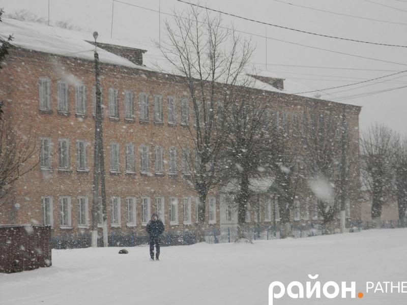 У райцентрі Ратне «білі мухи» заполонили вулиці