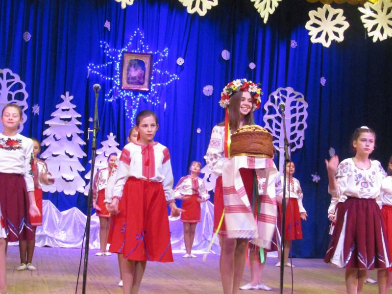 На фестивалі колядок та щедрівок у Ратному зібрали понад 20 тисяч гривень для дітей-сиріт
