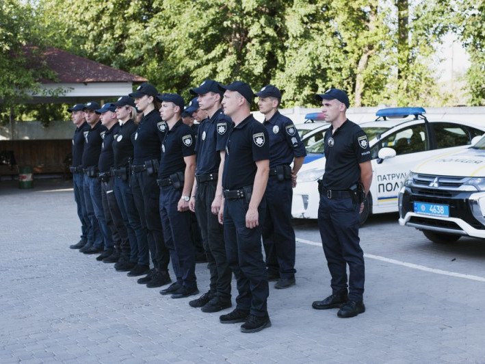 Патрульні поліцейські під час шикування