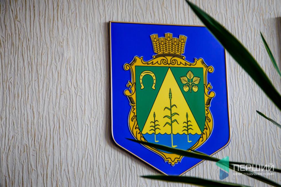 На гербі Забродівської ОТГ лишили полуницю: напочатку 90-х селяни масово садили цю ягоди і возили її на продаж